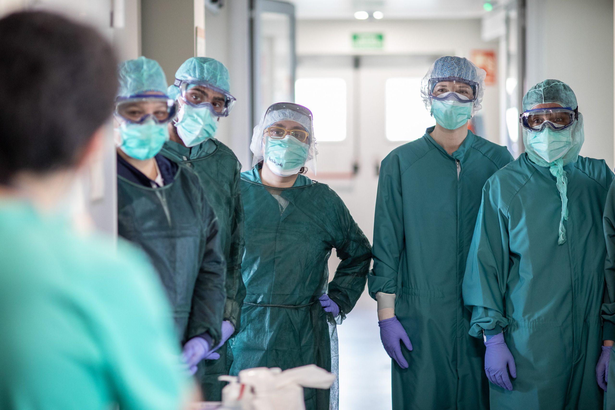"""Medicii din ATI amenință cu demisia în bloc în cazul în care li se taie salariul: """"E incalificabil ce face clasa politică"""""""